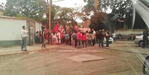Chavistas se concentran frente a embajada boliviana para brindar su apoyo a Evo Morales #12Nov (VIDEO)