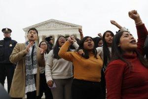 Conservadores de la Corte Suprema de EEUU apoyan fin del programa DACA