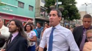 """""""Nos vemos en la calle"""": Guaidó recorrió Sabana Grande para invitar a los ciudadanos a la marcha del #16Nov (VIDEO)"""