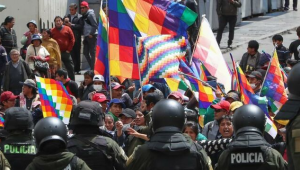 """Partido de Evo pide """"cacao"""" a militares para propiciar un diálogo abierto"""