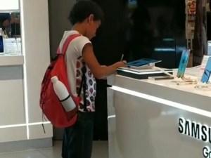 ¡Querer es poder! No tenía computadora ni Internet pero logró hacer su tarea en un centro comercial