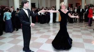 La historia detrás del icónico vestido de terciopelo azul de Lady Di (Fotos)