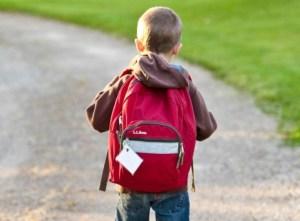 """Niño lleva heroína a la escuela y afirma que cuando la prueba se siente como """"Spiderman"""""""