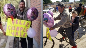 ¡Qué ternura! Este abuelito adorna su bicicleta con globos para buscar a su nieta en la escuela (Video)