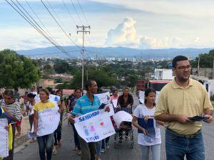 Comunidad de Cerro Gordo en Lara protesta contra las violaciones de DDHH