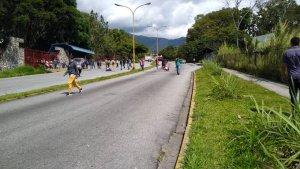 Realizan protesta en los alrededores de la ULA contra el régimen de Maduro #12Nov