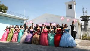 Reclusas celebraron tras las rejas los quince años de sus hijas en México (FOTOS)