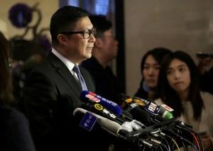 """La policía de Hong Kong adoptará métodos """"duros"""" y """"blandos"""" contra las protestas"""