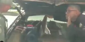 Crisis de combustible obligó a un chófer a llenar el tanque con un ataúd en el carro fúnebre (Video)