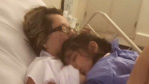 Mujer en estado vegetativo despertó al oír a su hija pedirle que la amamantara
