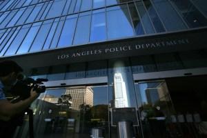 Suspenden e investigan a un oficial de la Policía de Los Ángeles por manosear senos de un cadáver