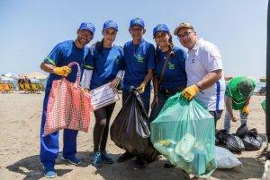 Cientos de voluntarios venezolanos limpiaron las laderas de río Rimac en Lima