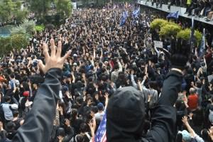 Vuelve la tensión a Hong Kong en una manifestación por el sufragio universal