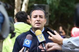 Alcalde de Baruta apoya la dolarización del salario mínimo