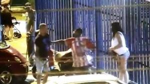 Un joven peruano arriesga su vida para salvar a una mujer de ser quemada por su pareja