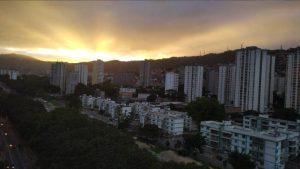 ¡Majestuoso! Colores irradian la esperanza en el cielo de Caracas este #9Ene (Fotos y Video)