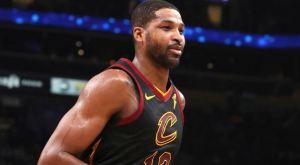 ¡Insólito! Expulsaron a estrella de la NBA por darle una nalgada a otro jugador (Video)
