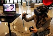 """Tecnología perturbadora: Madre estalla en llanto al """"reencontrarse"""" con su hija fallecida en aplicación de realidad virtual (VIDEO)"""