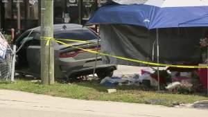 Niño de 2 años mueres después de que un automóvil chocará contra una tienda en Homestead
