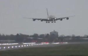 En VIDEO: Airbus 380 aterrizó de milagro en medio de la borrasca Dennis en Londres