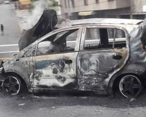 Vehículo en Bello Monte y otro en Petare entraron en libre combustión este #16Feb (Fotos y Video)
