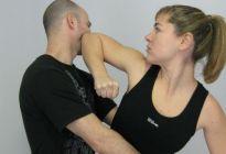 Coge dato: Las técnicas de defensa que toda mujer debe conocer (Video)
