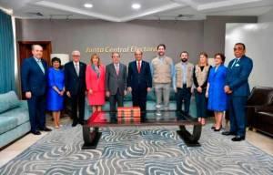 Observadores de la OEA emiten comunicado tras verificar errores durante proceso electoralen República Dominicana