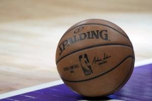 Jugadores de la NBA recibirán sus salarios completos el 15 de abril