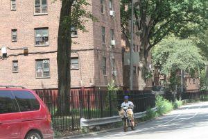 Residentes de NYCHA tendrán acceso a pruebas, desinfectantes y mascarillas gratis para frenar la pandemia