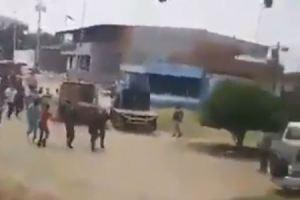 EN VIDEO: Así pusieron a correr a esbirros de la GNB en una cola de gasolina en Guárico