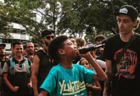 """El niño venezolano que sorprendió a Residente y se hizo viral gracias a su """"freestyle"""" (Video)"""