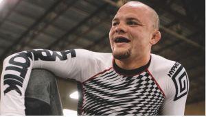 """Estaba listo para morir"": Luchador de UFC contó cómo se enfrentó a un intruso en su casa"
