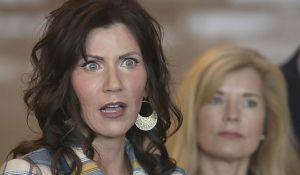 """La gobernadora de Dakota del Sur defiende la decisión """"poco convencional"""" de mantener abierto el estado"""