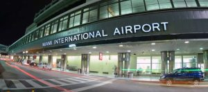 El último vuelo fuera de Brasil llega a Miami antes de las restricciones por coronavirus