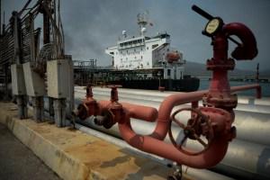 AP: ¿Carga saqueada? Los magnates navales de Grecia y Venezuela pelean por un petrolero flotando cerca de Houston