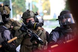 Disparan a cinco policías en las protestas de EEUU tras movilizar Trump al ejército