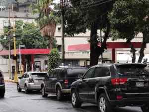 """Se """"flexibiliza la cuarentena"""" en Venezuela… pero continúan las largas colas por gasolina #21Sep (FOTOS)"""