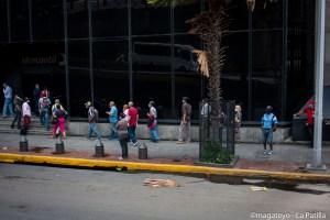 En imágenes: Primer día de gasolina dolarizada y flexibilización de cuarentena en Venezuela
