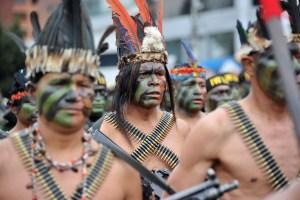Indígenas en Ecuador liberan a funcionarios retenidos tras recibir el cadáver de su líder