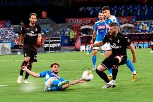 Nápoles y Milan firmaron un empate que solo beneficia a la Roma