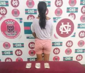 """Rolo e' viva… cobraba 5 dólares por """"colear"""" personas en gasolinera de Maracaibo"""