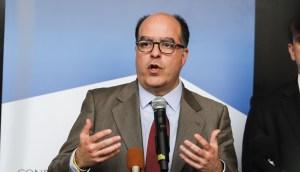Julio Borges: Rechazamos que Maduro use el dinero del país para comprar apoyo político en el mundo