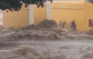 El aguacero se convirtió en ríos caudalosos que amenazan a los habitantes de Anzoátegui (VIDEOS)