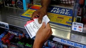 Ganó un millón de dólares en la lotería gracias a un neumático desinflado