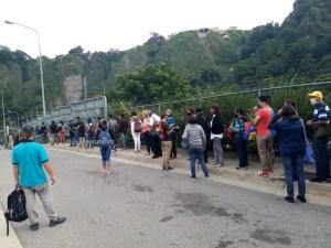 Reportan cola de usuarios en el Trolcable de Mérida #3Ago