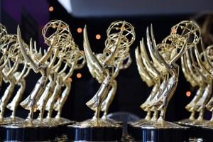 Los Emmys de 2021 exigirán una prueba de vacunación y dividirán la ceremonia en tres partes