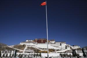 China lleva su programa de campos de trabajo al Tíbet