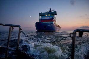 Rusia anuncia la travesía por el Ártico del rompehielos nuclear más grande del mundo