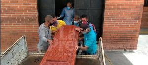 Enterrar a un ser querido en Venezuela es humillante (Fotos)
