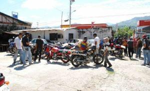 Motorizados en Trujillo denunciaron que les surtieron gasolina mezclada con agua (Fotos)